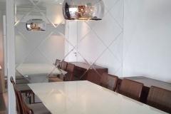 parede-de-espelhos-bisotados-colocados-na-diagonal